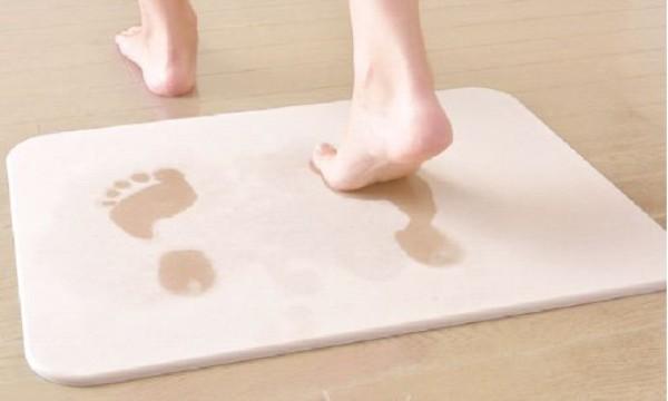 成都旧房改造为大家介绍硅藻土以及用它做的新型浴室脚垫真方便!