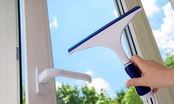 你真的会擦玻璃吗?成都装修小编为你讲解高效擦拭玻璃的五大窍门