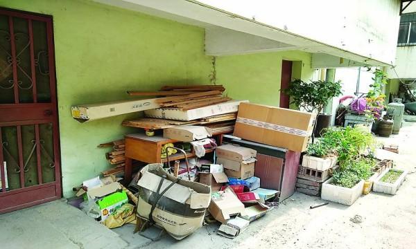 成都旧房改造小编提醒大家又快过年了,有空把家里的杂物清理一下吧!