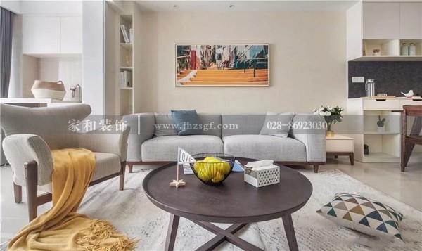 沙发墙挂上装饰挂画,虽然简洁,却会显得优雅又高档~