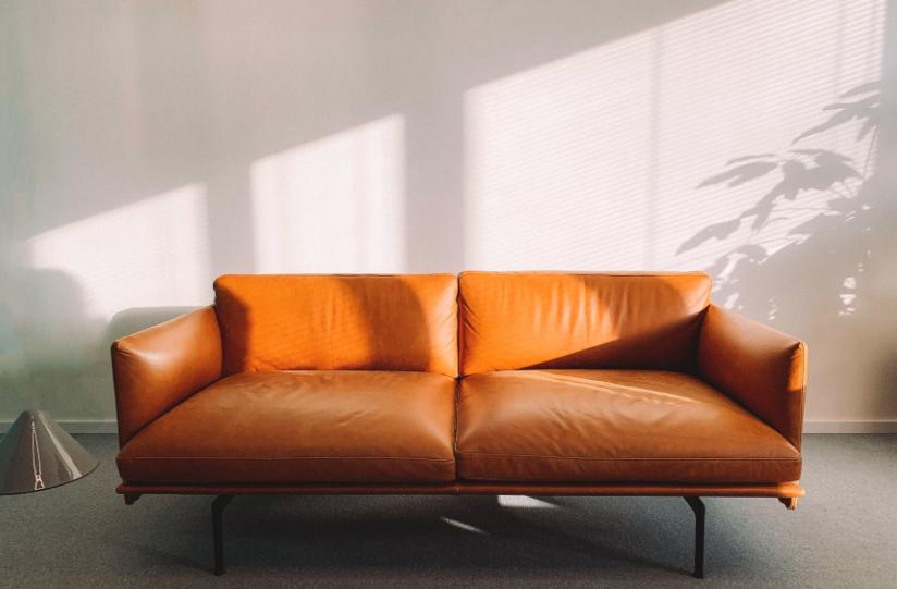 客厅买沙发还是椅子好?_家和装饰
