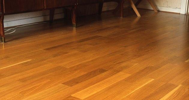 成都装修业公司报价木地板保养要讲究方法不然相当于伤害地板