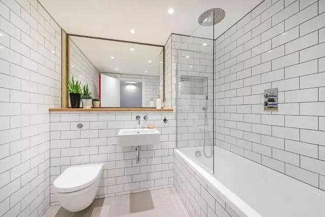 成都装修公司排名卫生间采光不好应该怎样选择瓷砖这种效果满意不