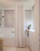 卫生间里装个浴缸,小空间大不同!