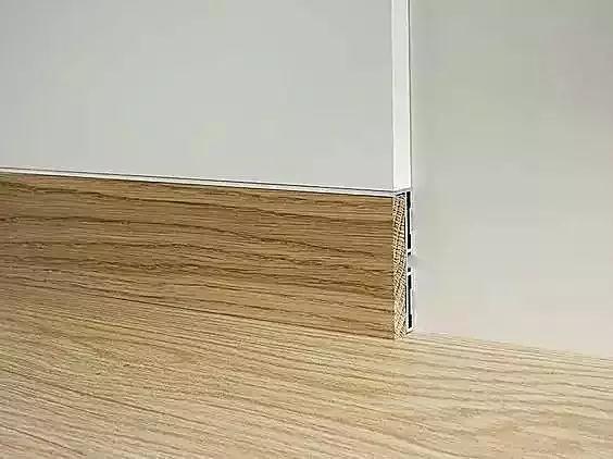 用相近的踢腳線顏色搭配,門框最好是臥室的主色調,這樣搭配起來效果
