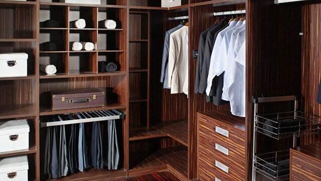 成都装修公司推荐家庭装修总是纠结买选择衣柜好看看老师傅怎么说的