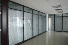 玻璃隔断的设计风格 玻璃隔断装修要点-家和装饰
