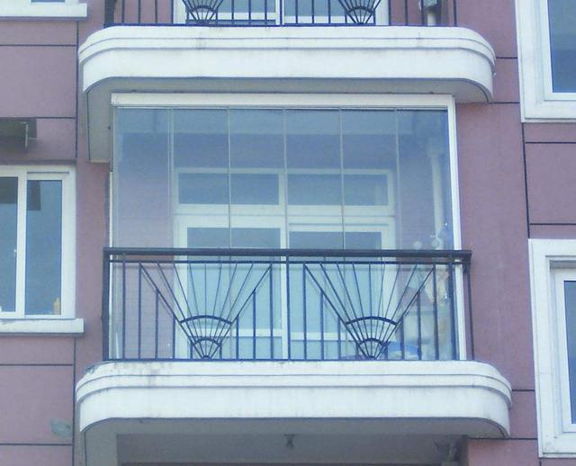 什么是封闭阳台和半封闭阳台?你想装修半封闭阳台,这三点得注意